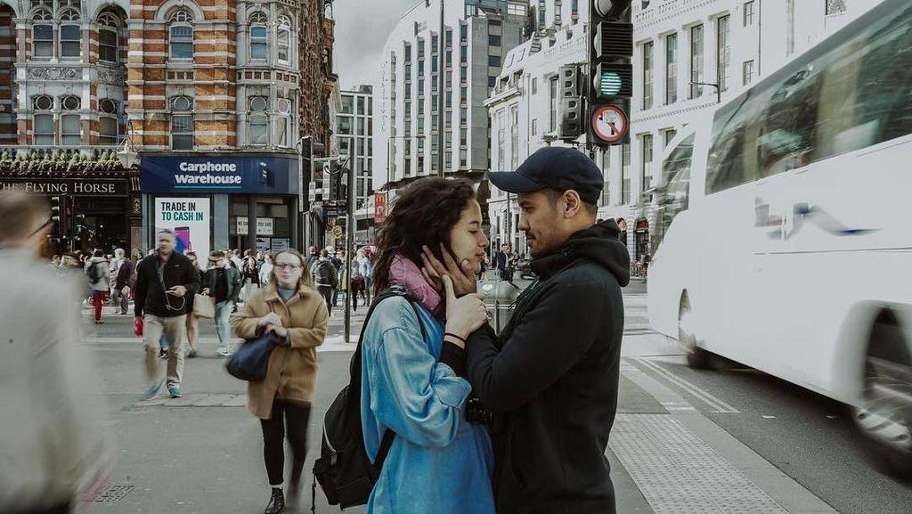 Romantisnya Chicco Jerikho dan Putri Marino di London, Bikin Baper