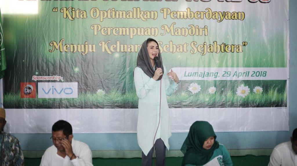Arumi Bachsin Jadi Magnet Harlah Fatayat NU ke-68 di Lumajang