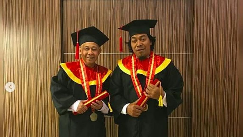 Cerita Rudi Sipit Jadi Mualaf, Diantar Komeng Baca Syahadat