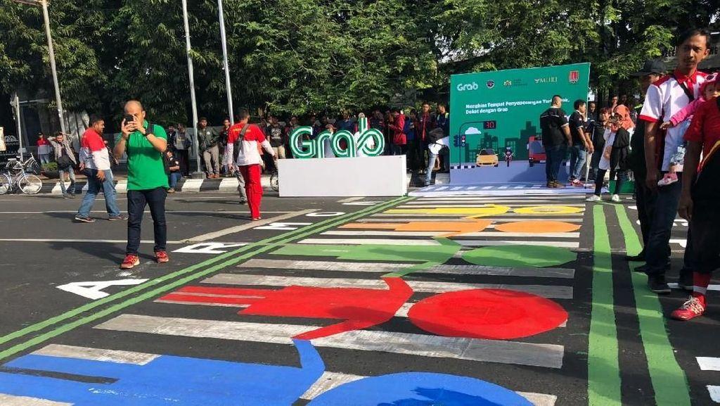Hias Zebra Cross di Semarang, Grab Pecahkan Rekor