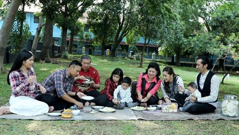 Aliya Rajasa Semangati Memo Ani Yudhoyono: Lets Fight The Cancer!