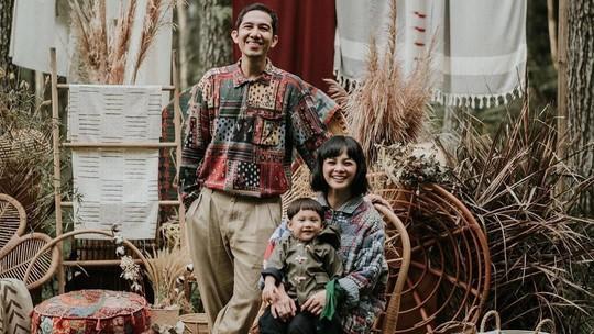 Bergaya Rustic, Ini Potret Keluarga Andien