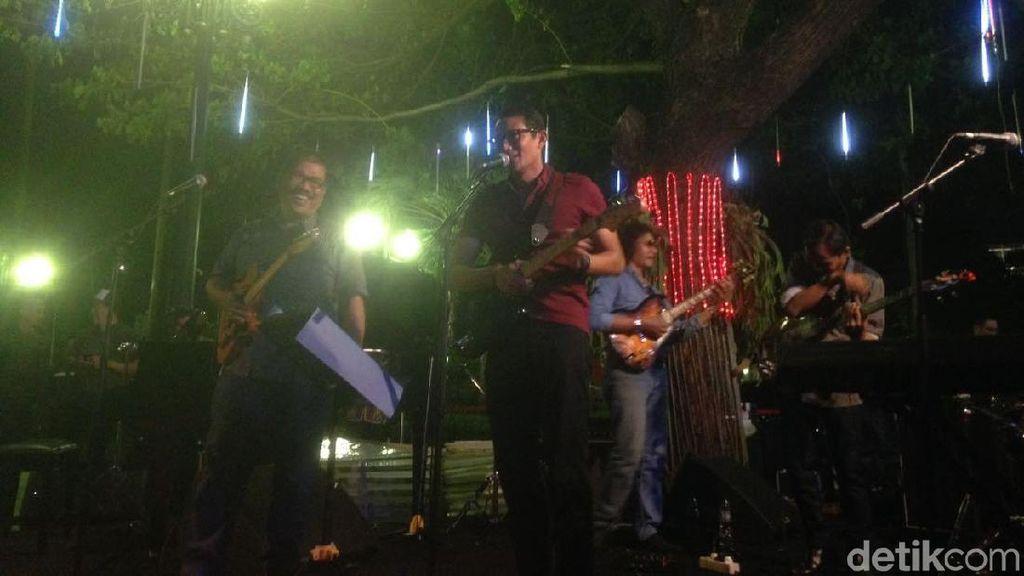 Canda Sandi Cover Lagu Koes Plus: Bagus Buat yang Mau Direshuffle