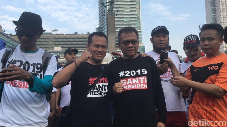 #2019GantiPresiden Ramaikan CFD Bundaran HI
