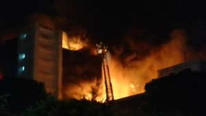 Kebakaran Dahsyat Tewaskan 5 Petugas Pemadam