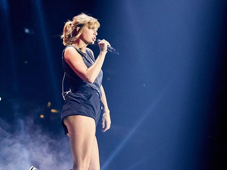 Duh! Taylor Swift Terjebak di Udara saat Konser