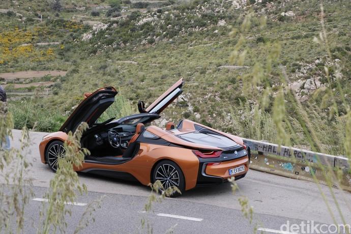 Mobil Listrik Cantik Atap Terbuka, Pintunya Seperti Kupu-kupu
