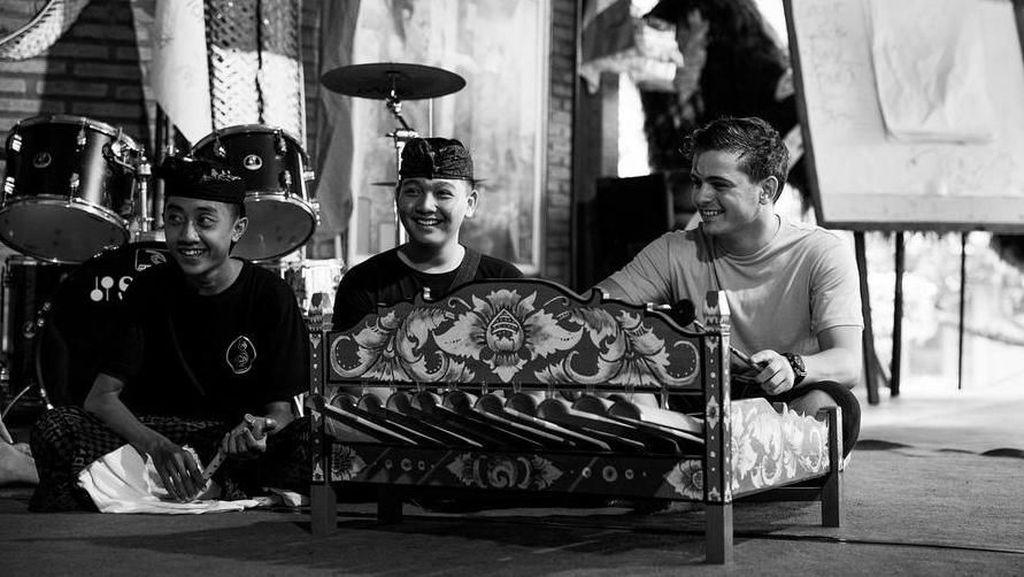 DJ Martin Garrix di Bali, Main ke Pantai Sampai Belajar Gamelan