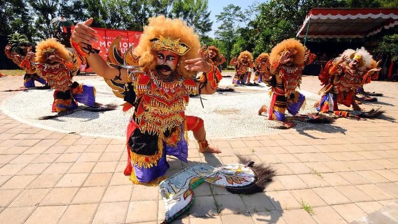 Perayaan Hari Tari Sedunia digelar oleh masyarakat di berbagai daerah di Indonesia. Mulai dari Bali, Solo, Boyolali, Jambi dan di beberapa daerah lainnya.