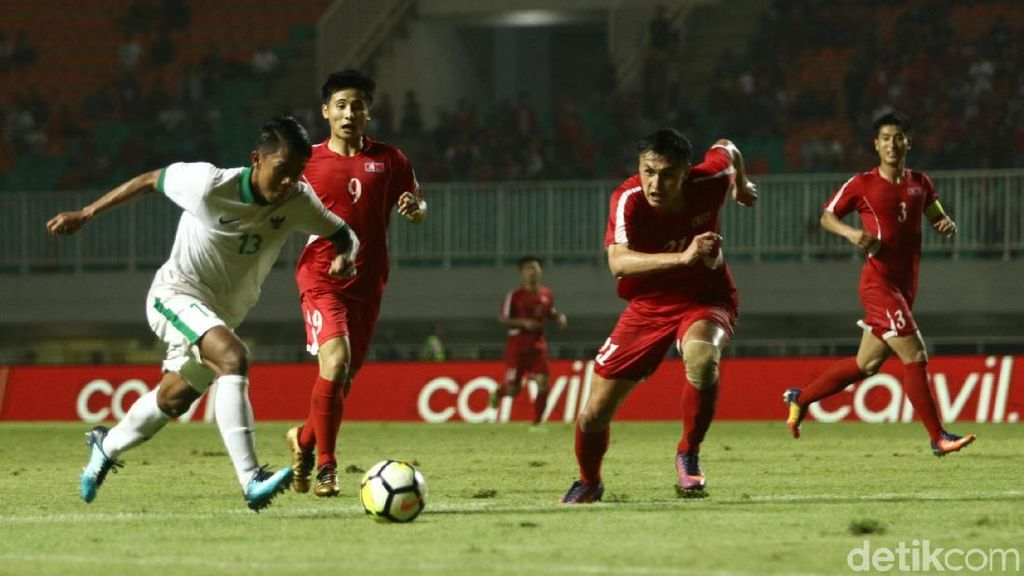 Foto: Indonesia vs Korea Utara Tanpa Pemenang