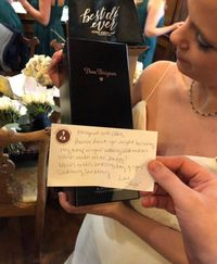 Wah, Taylor Swift Beri Hadiah Fansnya Sebotol Champagne Dom Pérignon!