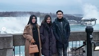 Mereka tidak hanya berdua, terlihat juga bersama sang Ibunda (syahnazs/Instagram)