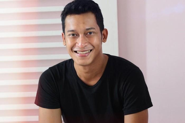 Ade Firman Hakim, bukanlah nama baru di dalam dunia film Indonesia. Namanya, sudah terlihat di beberapa film di antaranya adalah Soekarno dan Hijrah Cinta. Foto: Instagram @adefirmanhakim