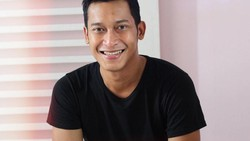 Belum lama ini, aktor Firman terlibat pembuatan film dengan Tito Karnavian. Tak hanya jago berperan, rupanya Firman juga gemar melakukan latihan fisik.