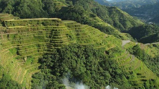Teras sawah di Banaue yang konon sudah berumur ribuan tahun