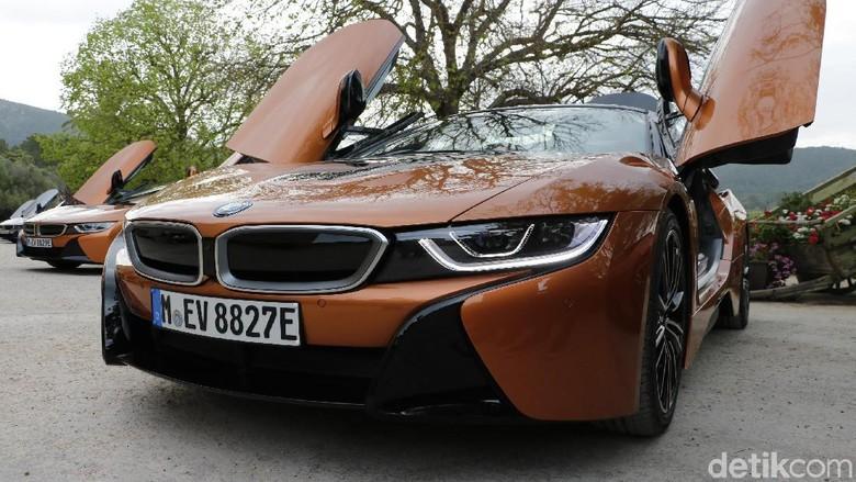 Ilustrasi BMW i8 Foto: Dadan Kuswaraharja