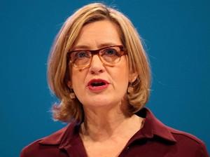 Mendagri Inggris Mundur di Tengah Ramai Skandal Imigrasi