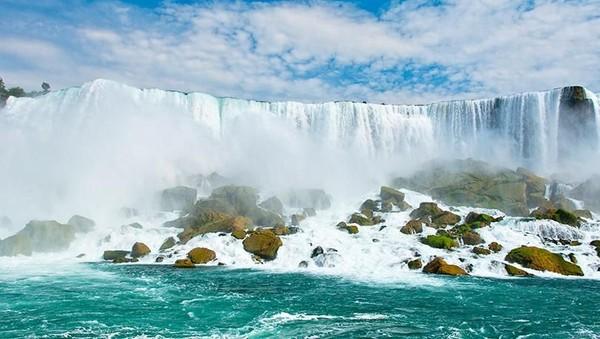 Bagaimana, mau coba ke sini seperti Syahnaz dan Jeje? (Niagara Falls State Park)