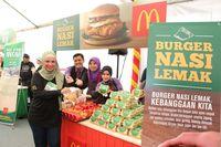 Wah, Kini di Malaysia Ada Burger Nasi Lemak yang Gurih Mantap!
