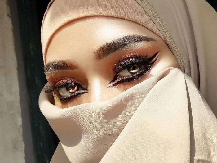 Tasya Sayeed, beauty vlogger berniqab. Foto: Instagram/TasyaSayeed