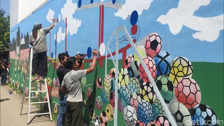 Keren! Sambut Piala Dunia, Kampung di Cirebon Ini Bikin Mural 3D
