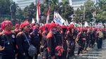 Seragam Warna-warni Buruh Warnai May Day di Jakarta