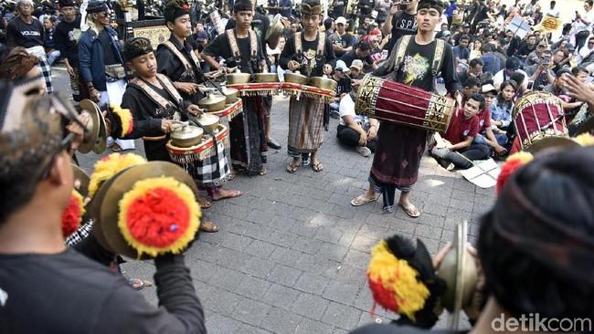 Foto: Aksi May Day di Denpasar, Bali. (Nandhang-detikcom)