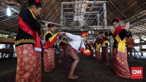 Dansa dan Makan, Keseruan dalam Peresmian Rumah Adat Jailolo