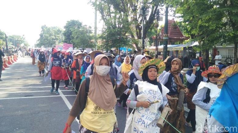 Peringati May Day, Pekerja Rumahan di Yogya Penuhi Malioboro