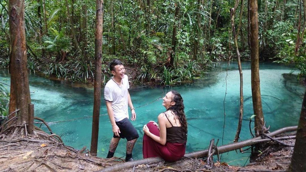 Dimas Anggara yang Terus Mengumbar Kata Puitis untuk Nadine Chandrawinata