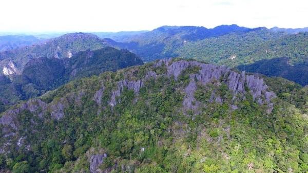 Terakhir, ada Geopark Satun dari Thailand. Selain dikenal indah, geopark ini juga menjadi rumah bagi aneka agama dan budaya. Begitu juga dengan aneka fosil (dok unesco.org)