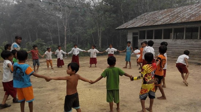 Suku pedalaman di Riau semangat belajar (ist.)