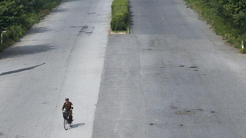 Sepinya Nyetir di Korea Utara, 1 Mobil Bisa Bebas di 10 Jalur