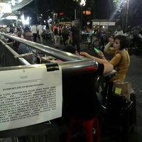 Setelah Cicipi Rendang, Anthony Bourdain Juga Jajan di Blok M Square