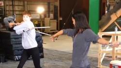 Zoe Saldana yang berperan menjadi Gamora dalam film The Avengers: Infinity War ternyata aslinya memang lentur banget! Intip gaya hidupnya, di sini.