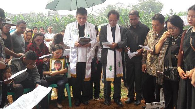 Pemakaman Grace di TPU Pondok Rajeg