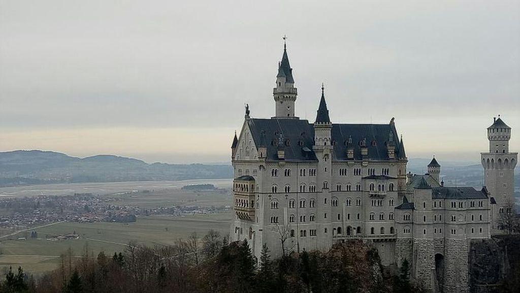 Cantiknya Istana Disneyland di Jerman!