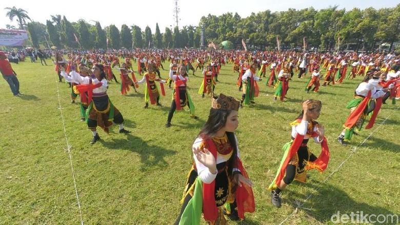 Ribuan Anak tari Remo Massal