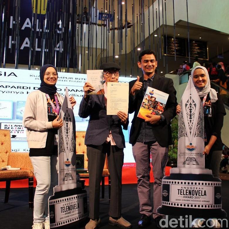 Sapardi Djoko Damono hingga Pidi Baiq Raih Anugerah Buku ASEAN Foto: Istimewa