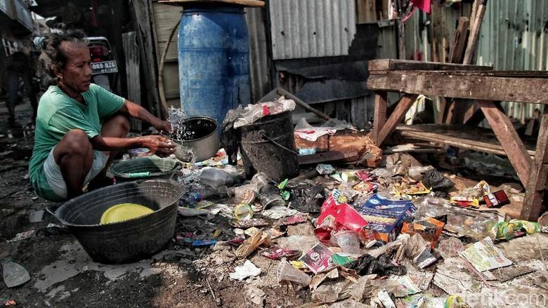 Potret Pemukiman Kumuh di Pinggir Waduk Pluit