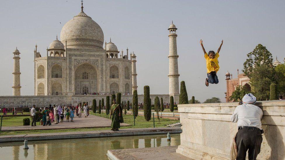 Warna Taj Mahal berubah 'kehijauan' akibat polusi, pemerintah India didesak ambil tindakan