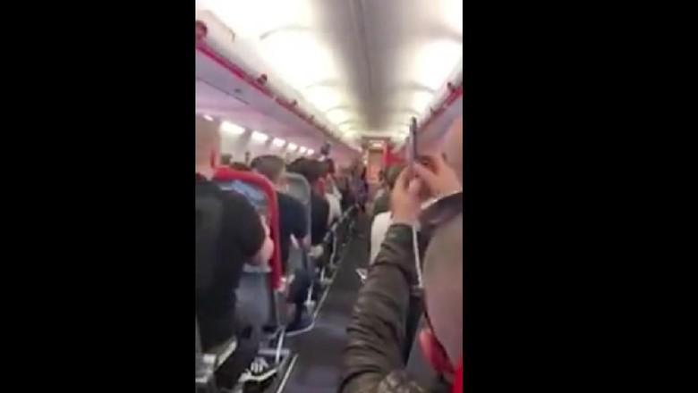 Foto: Liverpudlian di pesawat (KateRennie96/Twitter)