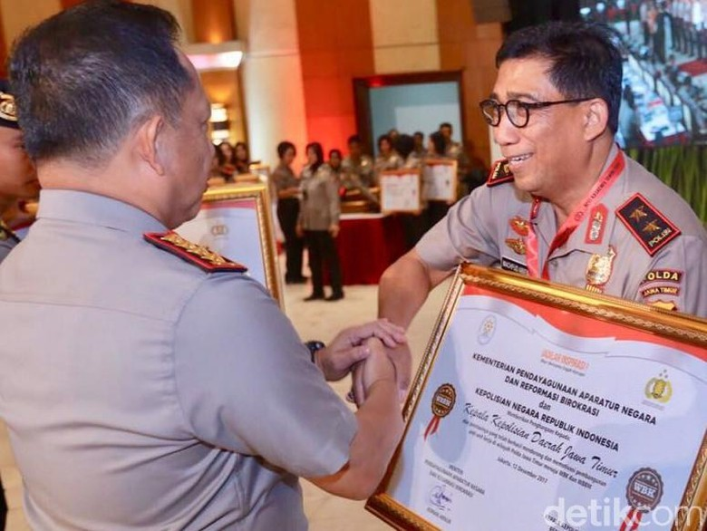 Pelayanan Bebas Korupsi, Polda Jatim Terima Tiga Penghargaan