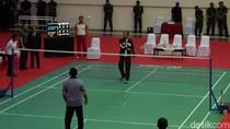 Duel Sengit Bulu Tangkis, Jokowi Diimbangi Sultan Brunei 25-25