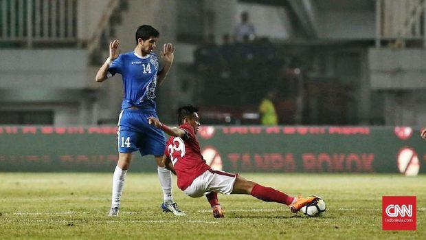 Timnas Indonesia menghadapi Uzbekistan pada laga terakhir PSSI Anniversary Cup 2018. (