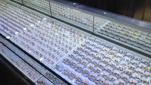 Mau Pakai Perhiasan Emas Saat Lebaran? Ini Daftar Harganya