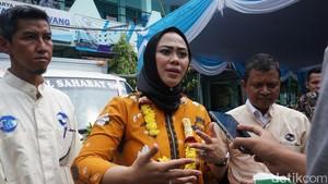 Bupati Cellica Gandeng Desainer Populerkan Batik Karawang