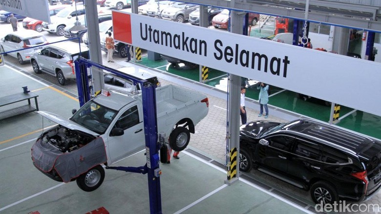 Seiring pesat perkembangan dan persaingan otomotif di Jawa Barat, Mitsubishi terus melebarkan sayapnya dengan membuka dealer baru di Jalan Raya Bandung Garut KM 20, tepatnya di Rancaekek, Kabupaten Bandung, Kamis (3/5/2018).