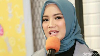 Doa Chacha Frederica untuk Istri Ustaz Maulana dan Keluarga