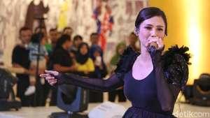 Sebulan Rilis Album, Hanin Dhiya Raup Rp 1 Miliar